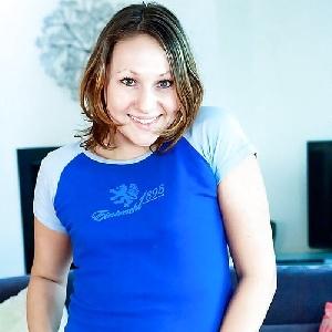 Girl im blauen Shirt